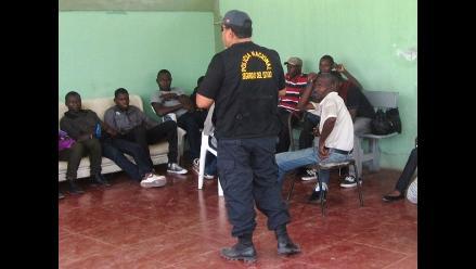 Detienen a 9 migrantes ilegales senegaleses en ómnibus en Lima