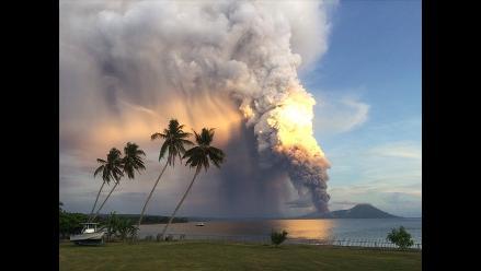 Impresionantes imágenes de la erupción de un volcán en Papúa Nueva Guinea