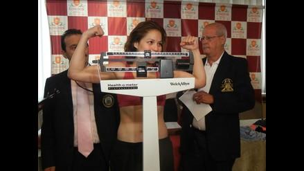 Linda Lecca logró peso exacto y defenderá título supermosca de la AMB