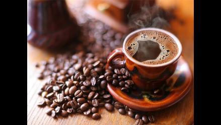 Consumo de té o café no perjudica al corazón, según estudio