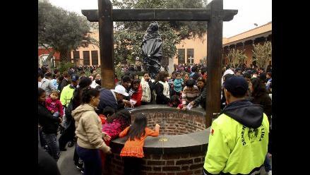 Autoridades cubren con bolsa negra la imagen de Santa Rosa