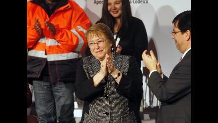 Bachelet anuncia plan de US$500 millones para economía de Chile