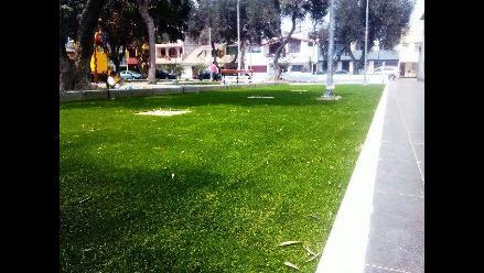 Trujillo: vecinos molestos por colocación de césped sintético en parque