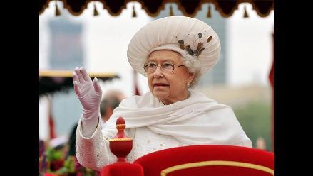 A la reina Isabel II no le gusta que le tomen fotos con móviles