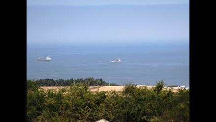 Trujillo: barcos anclados en bahía por fuertes oleajes