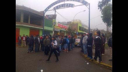 Colectiveros y vecinos del Rímac protestan contra el Corredor Azul