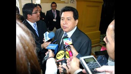 Fiscalía inicia investigación al congresista José León