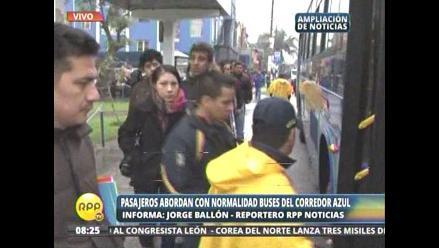 Pasajeros abordan con normalidad buses del Corredor Azul