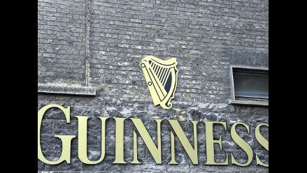 Bate récord Guinness tras cortar jamón durante cuarenta horas
