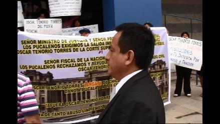 Lanzan huevos y protestan contra magistrado del caso Agropucalá