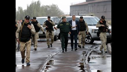 Poroshenko da espaldarazo a tregua al visitar zona de conflicto en Ucrania