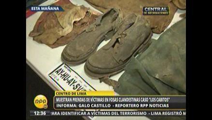 Exhiben prendas exhumadas para identificar a víctimas del terrorismo