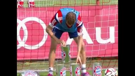 Bayern Munich: Thomas Müller y Josep Guardiola disputaron divertido reto