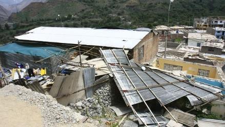 Huaral: fuertes vientos arrancan el techo de la municipalidad