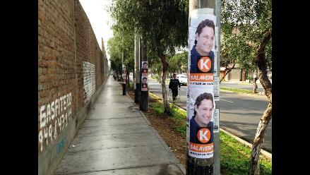 Critican a Daniel Salaverry por pegar afiches en postes de Trujillo