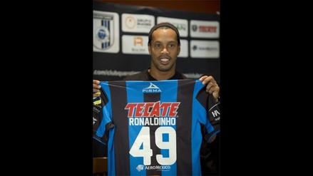 Ronaldinho es presentado oficialmente en el Querétaro de México