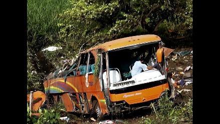 Apurímac: al menos 20 muertos y 11 heridos tras caída de bus a precipicio