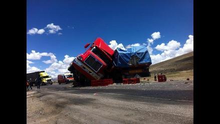 Arequipa: un muerto en volcadura de camión del gobierno regional