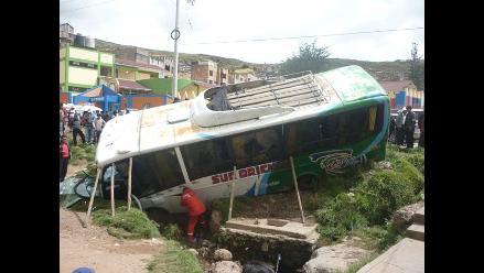 Abancay: dos muertos tras volcadura de ómnibus interprovincial