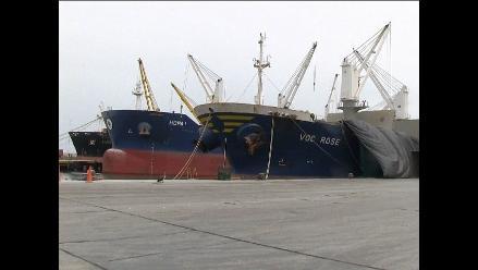 Trujillo: cinco barcos en bahía por fuertes oleajes en Salaverry