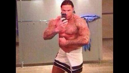 Ex compañero de Claudio Pizarro a punto de ser luchador de la WWE