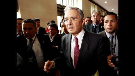 Álvaro Uribe defiende su honor tras vincularlo con los paramilitares