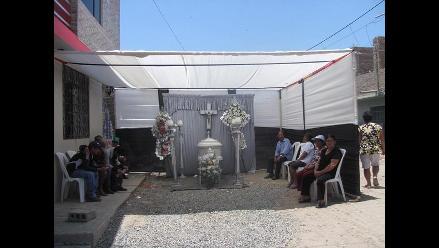 Chiclayo: anciano que murió carbonizado es velado en la calle