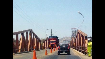 Virú: pobladores y transportistas no ven mejoras en Puente Virú
