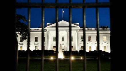 Evacúan parcialmente la Casa Blanca por intruso que traspasó la reja