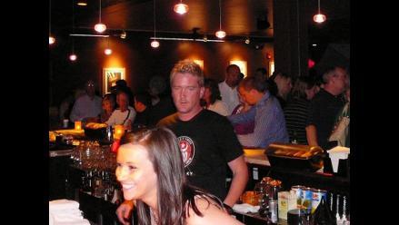 Tipos de hombres que te quieren conquistar en un bar