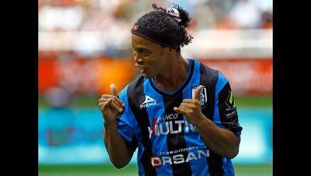 Ronaldinho Gaúcho anota de penal su primer gol con el Querétaro de México