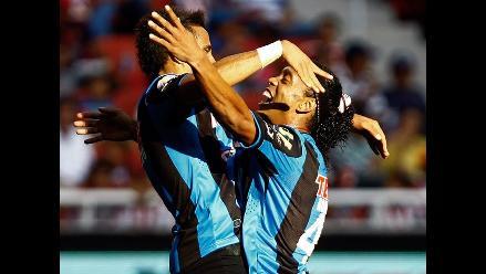 Ronaldinho Gaúcho marca y lleva al Querétaro a goleada sobre las Chivas