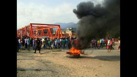 Chanchamayo: pobladores bloquean puente Pichanaki