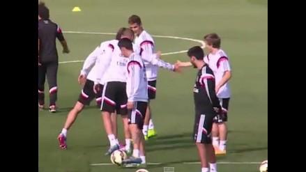 Mira el pelotazo que le mandó Gareth Bale a Luka Modric a la cara