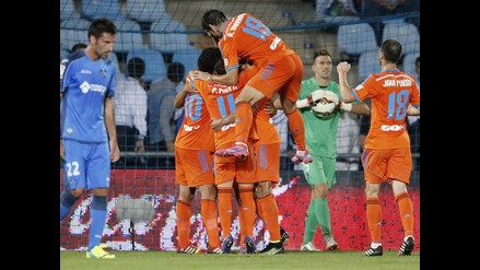 Valencia sorprende 3-0 a Getafe y escolta al líder Barcelona