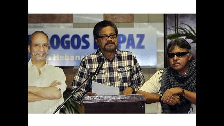 Las FARC abren nuevo ciclo de diálogos pidiendo el fin del paramilitarismo