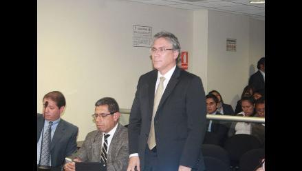 Solicitan 4 años y medio de prisión para exministro Aurelio Pastor