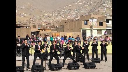Grupo 5 sorprende a público de Huaycán