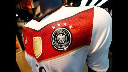 Alemanes critican condiciones en que se elabora camiseta de su selección