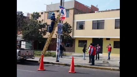 Trujillo: inician retiro de propaganda electoral de postes y locales