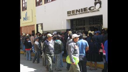 Moyobamba: ciudadanos forman largas colas en Reniec para recoger DNI
