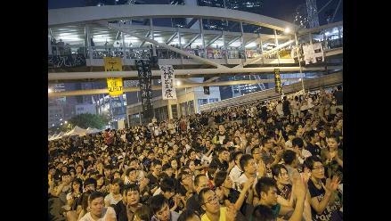 Hong Kong: Estudiantes obvian advertencias y celebran manifestación