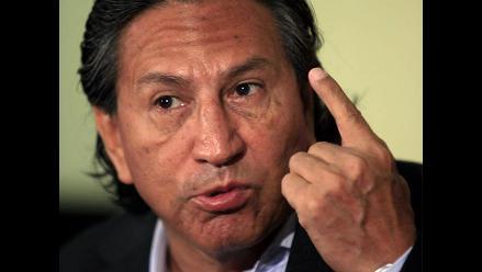 Alejandro Toledo emite su voto y se pronuncia sobre desaceleración económica