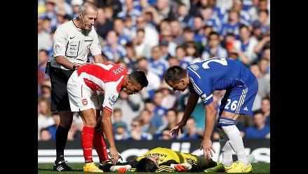 Thibaut Courtois hospitalizado tras sufrir un choque con Alexis Sánchez