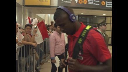 Selección Peruana: Hinchas le dieron la bienvenida a su llegada a Santiago
