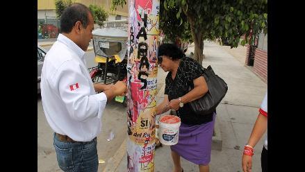 Chiclayo: excandidato del Apra retira su propaganda electoral