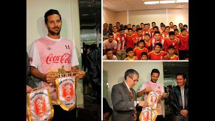 Selección peruana recibió visita de niños del equipo Incas del Sur