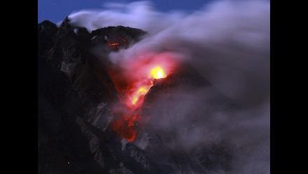 Volcán Sinabung forzó a pobladores a abandonar sus hogares en Indonesia
