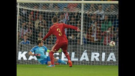 Iker Casillas protagonista de un ´blooper´ en el duelo ante Eslovaquia