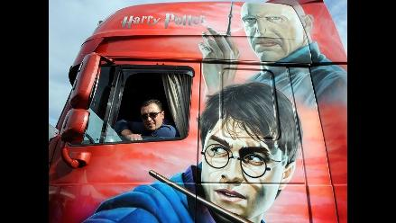 Concurso de camiones decorados pintan de color calles de Francia
